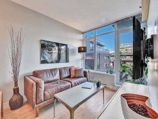 """Photo 5: 369 250 E 6TH Avenue in Vancouver: Mount Pleasant VE Condo for sale in """"District"""" (Vancouver East)  : MLS®# R2578210"""