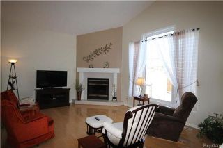 Photo 3: 205 Barlow Crescent in Winnipeg: River Park South Residential for sale (2F)  : MLS®# 1729915