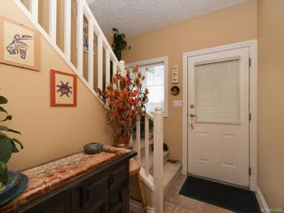 Photo 2: 1 3338 Whittier Ave in Saanich: SW Rudd Park Row/Townhouse for sale (Saanich West)  : MLS®# 841546