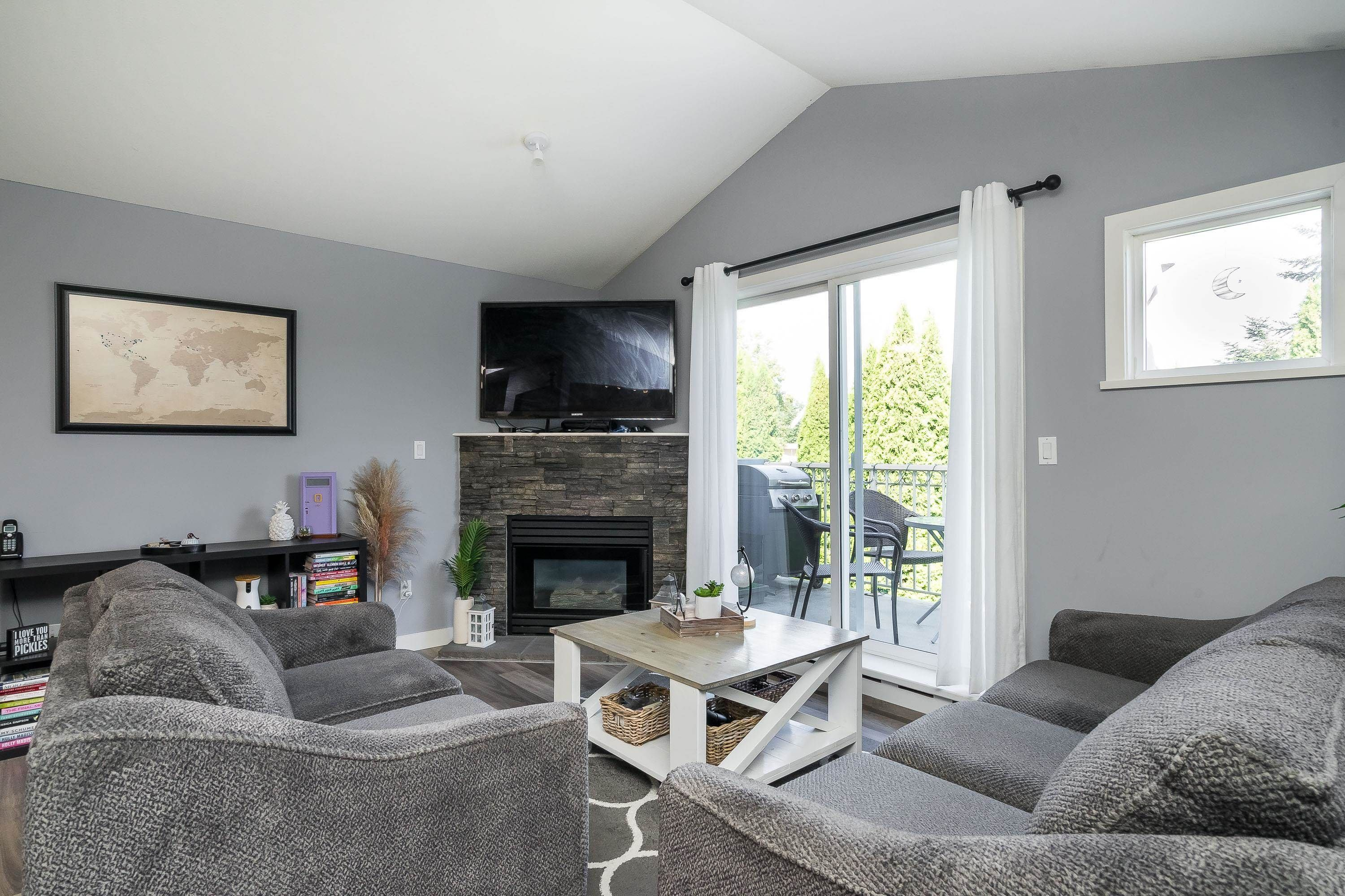 """Main Photo: 303 5909 177B Street in Surrey: Cloverdale BC Condo for sale in """"Carriage Court"""" (Cloverdale)  : MLS®# R2617763"""