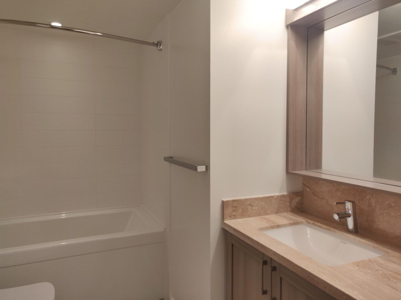 """Photo 10: Photos: 205 5515 BOUNDARY Road in Vancouver: Collingwood VE Condo for sale in """"WALL CENTER CETNRAL PARK"""" (Vancouver East)  : MLS®# R2516109"""
