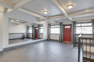 Photo 3: 703 23 Avenue SE in Calgary: Ramsay Mixed Use for sale : MLS®# A1107606