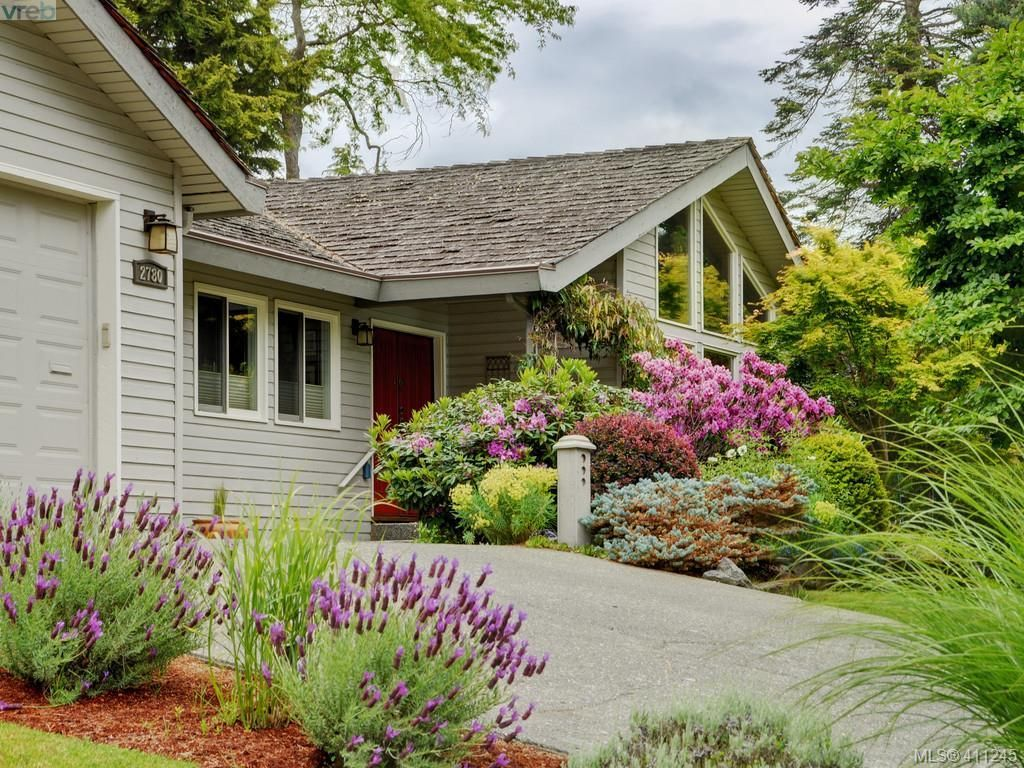 Main Photo: 2780 Arbutus Rd in VICTORIA: SE Ten Mile Point House for sale (Saanich East)  : MLS®# 815175