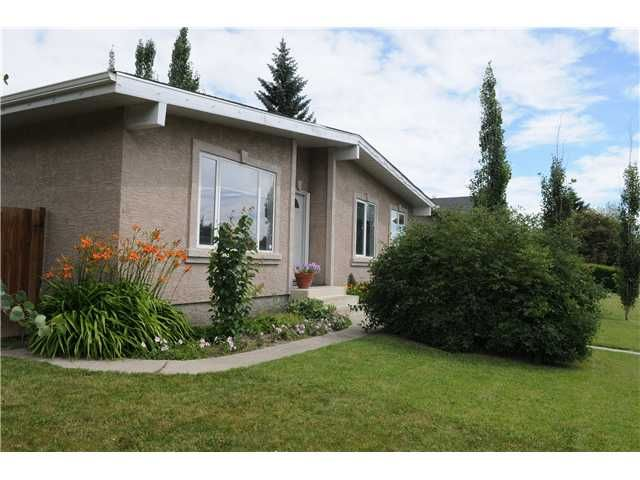 Main Photo: 212 99 Avenue SE in CALGARY: Willow Park Residential Detached Single Family for sale (Calgary)  : MLS®# C3493642