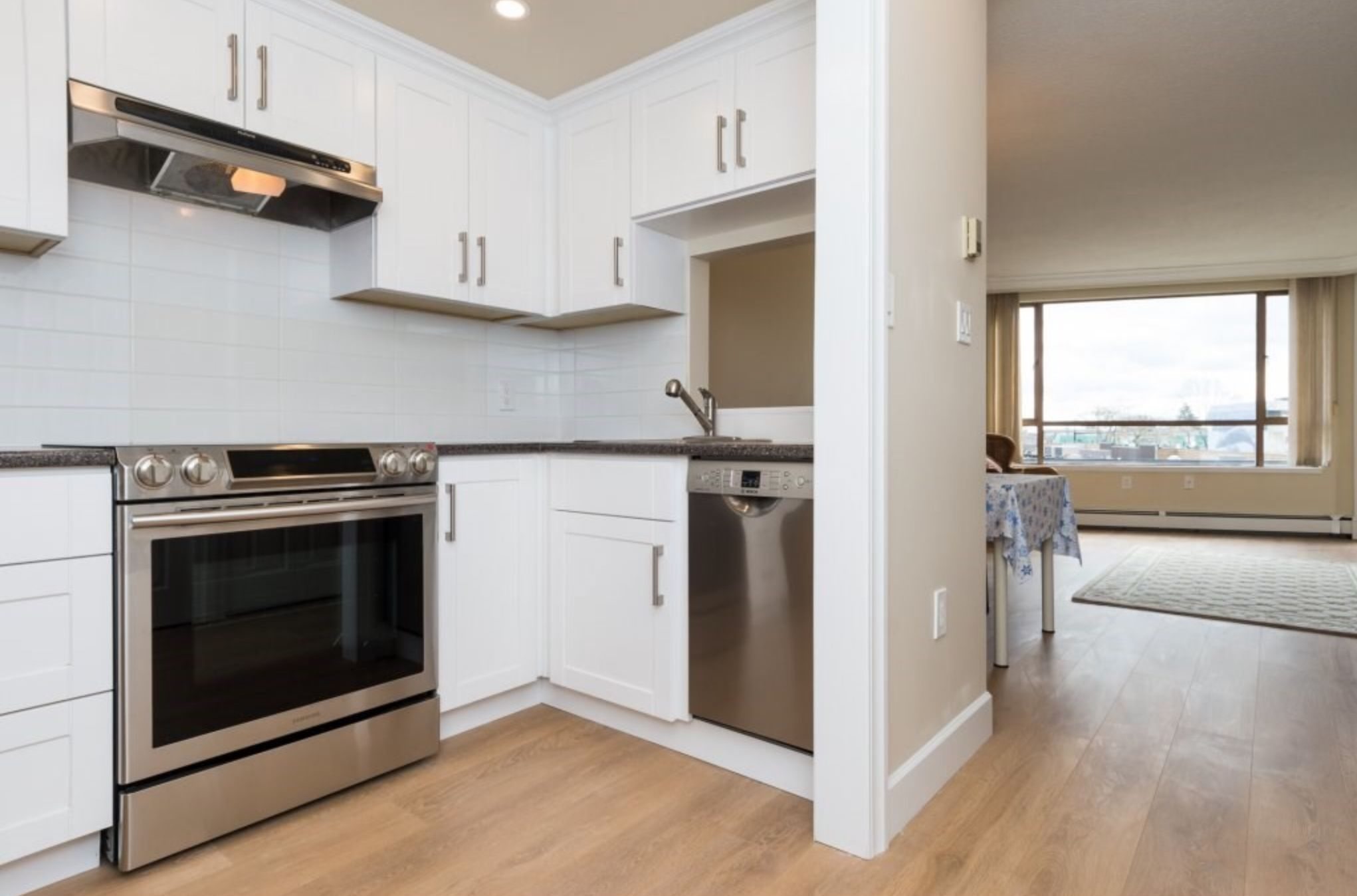 Photo 3: Photos: 410, 15111 Russell Avenue: White Rock Condo for sale (South Surrey White Rock)  : MLS®# R2152299
