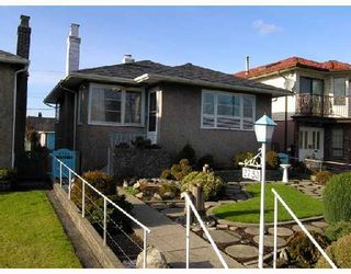 Photo 1: 2753 NANAIMO Street in Vancouver: Grandview VE House for sale (Vancouver East)  : MLS®# V683682