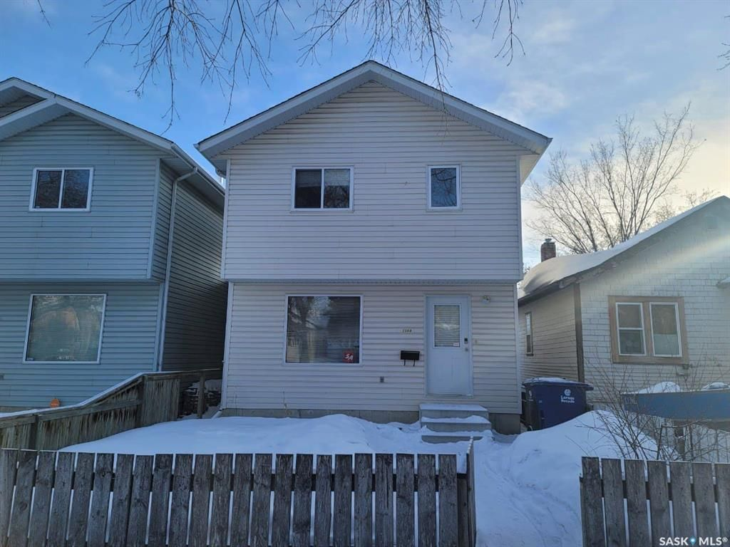 Main Photo: 216B N Avenue South in Saskatoon: Pleasant Hill Residential for sale : MLS®# SK841374