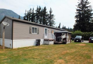 """Photo 3: 3 62010 FLOOD HOPE Road in Hope: Hope Silver Creek Manufactured Home for sale in """"WINDMILL MHP"""" : MLS®# R2600579"""