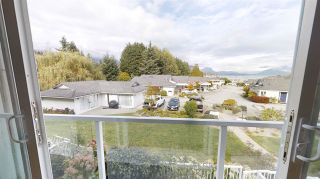 """Photo 8: 38 696 TRUEMAN Road in Gibsons: Gibsons & Area Condo for sale in """"Marina Place"""" (Sunshine Coast)  : MLS®# R2507629"""