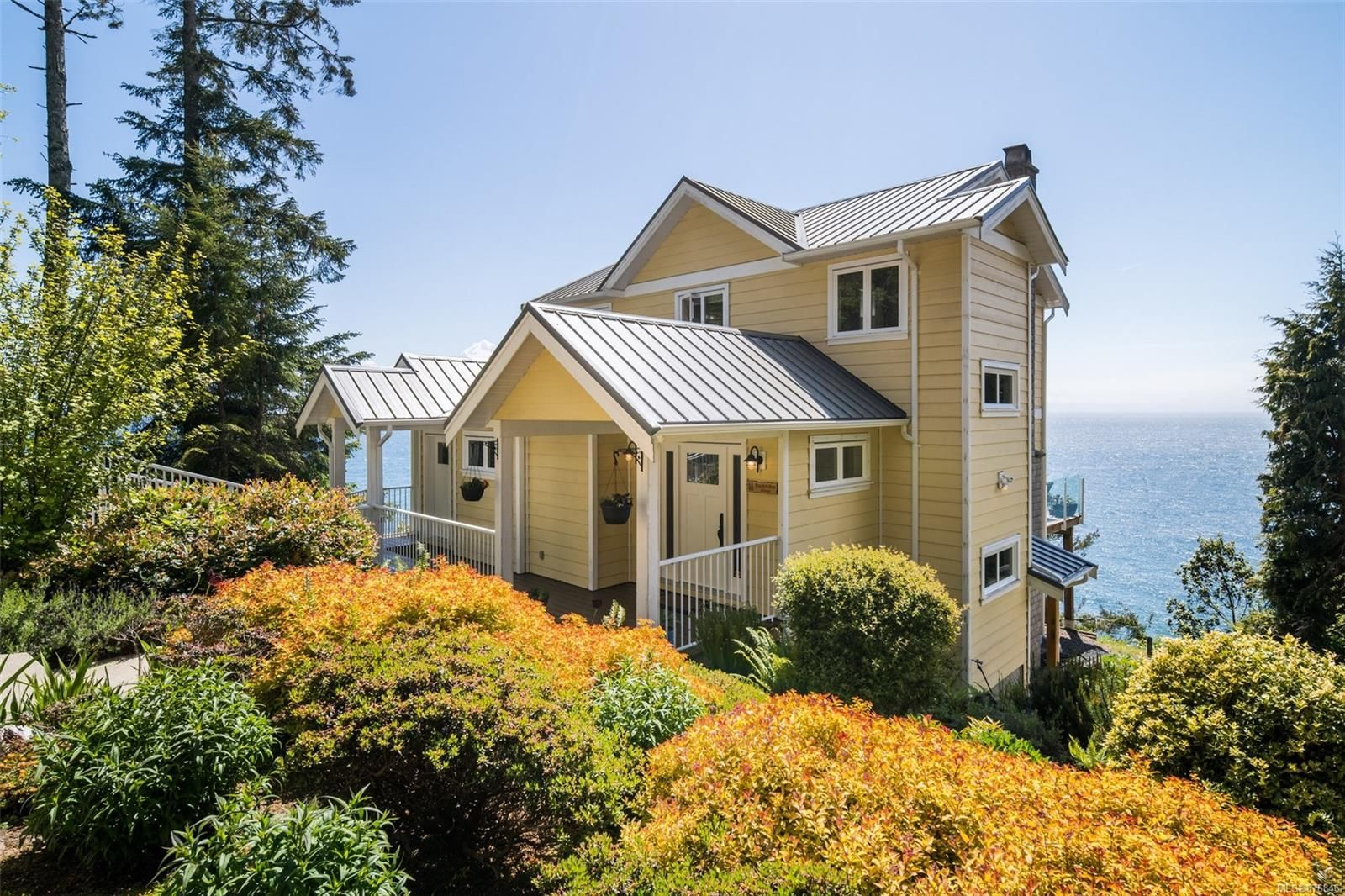 Main Photo: 2576 Seaside Dr in : Sk French Beach House for sale (Sooke)  : MLS®# 876846