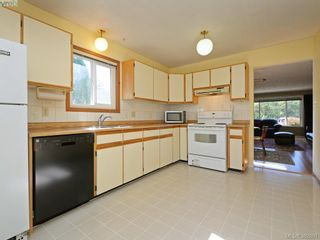 Photo 7: 1216 Loenholm Rd in VICTORIA: SW Layritz House for sale (Saanich West)  : MLS®# 769227