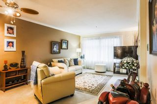 """Photo 4: 306 15210 GUILDFORD Drive in Surrey: Guildford Condo for sale in """"The Boulevard Club"""" (North Surrey)  : MLS®# R2229571"""