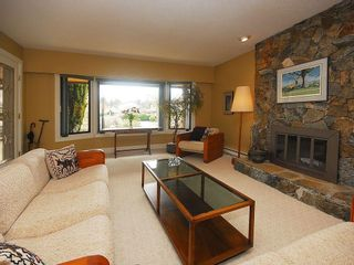 Photo 3: 4057 Tyne Crt in Victoria: Residential for sale : MLS®# 290944