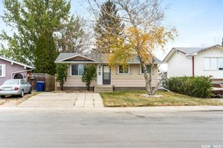 Photo 1: 418 SMALLWOOD Crescent in Saskatoon: Confederation Park Residential for sale : MLS®# SK873758