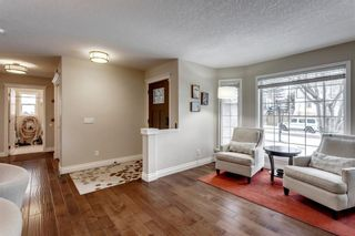 Photo 6: 87 Douglasview Road SE in Calgary: Douglasdale/Glen Detached for sale : MLS®# A1061965