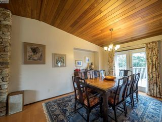 Photo 2: 734 E Viaduct Ave in VICTORIA: SW Royal Oak House for sale (Saanich West)  : MLS®# 782523