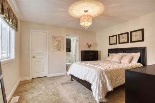 """Photo 11: 51 2120 KING GEORGE Boulevard in Surrey: King George Corridor Manufactured Home for sale in """"Five Oaks"""" (South Surrey White Rock)  : MLS®# R2454981"""