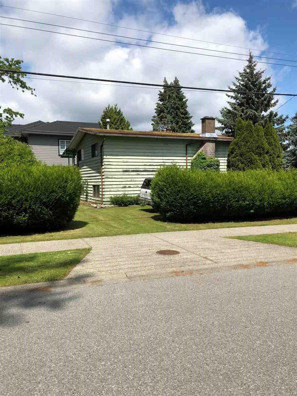 Main Photo: 8605 156TH Street in Surrey: Fleetwood Tynehead House for sale : MLS®# R2456744