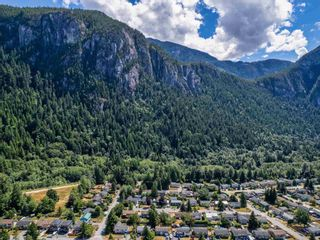 Photo 14: 38327 FIR Street in Squamish: Valleycliffe House for sale : MLS®# R2603553