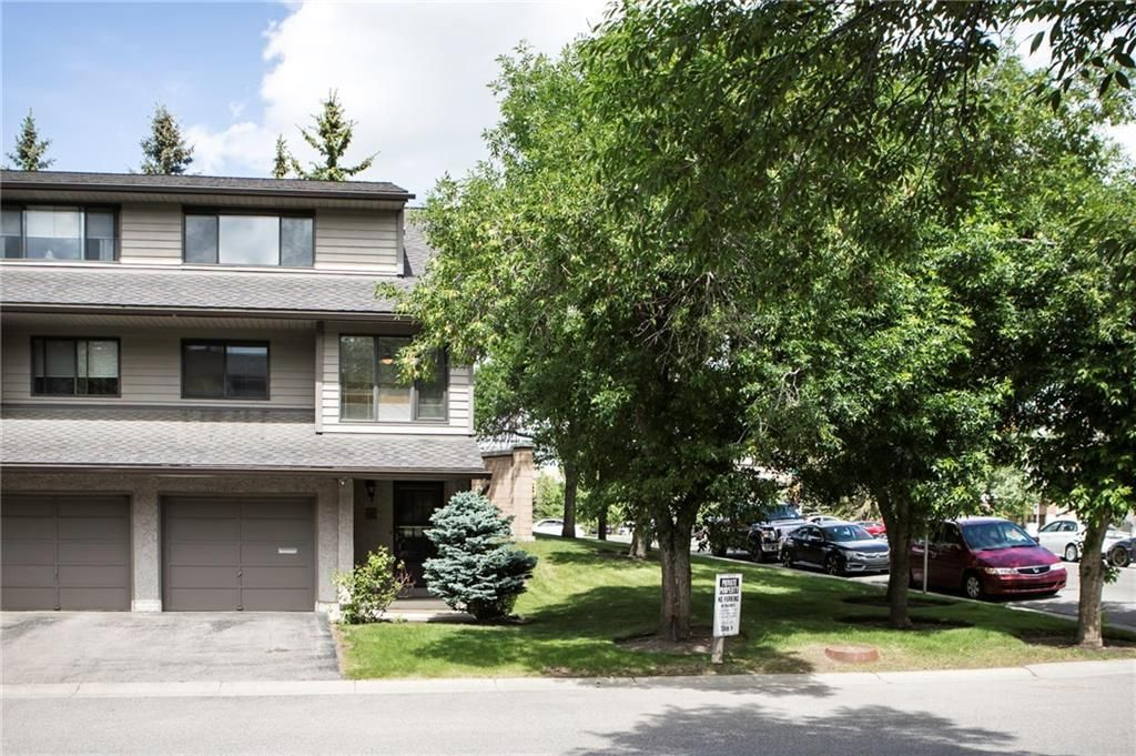 Main Photo: 1 10 POINT Drive NW in Calgary: Point McKay Row/Townhouse for sale : MLS®# A1089848