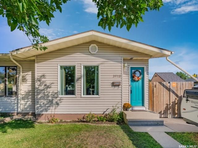 Main Photo: 3918 Diefenbaker Drive in Saskatoon: Confederation Park Residential for sale : MLS®# SK870637