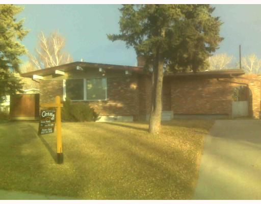 Main Photo: 82 CHINOOK Drive SW in CALGARY: Chinook Park Residential Detached Single Family for sale (Calgary)  : MLS®# C3402049