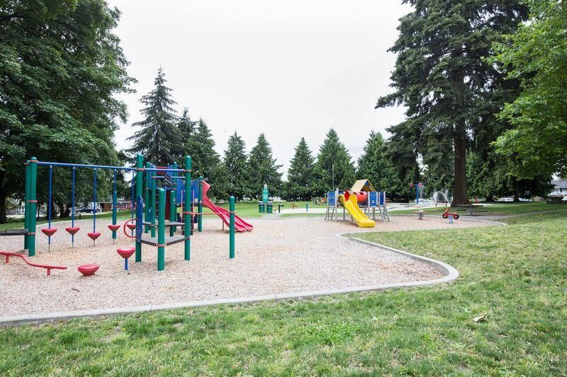 Photo 4: Photos: 8130 JOFFRE Avenue in Burnaby: Suncrest House for sale (Burnaby South)  : MLS®# R2129598