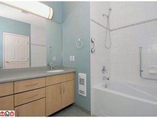 "Photo 8: 15511 THRIFT Avenue: White Rock 1/2 Duplex for sale in ""WHITE ROCK"" (South Surrey White Rock)  : MLS®# F1213901"