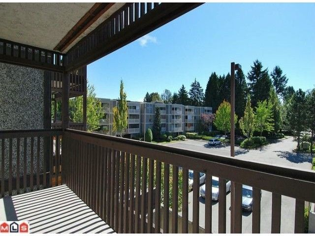 Photo 4: Photos: 203 13507 96 Avenue in Surrey: Condo for sale : MLS®# F1023182