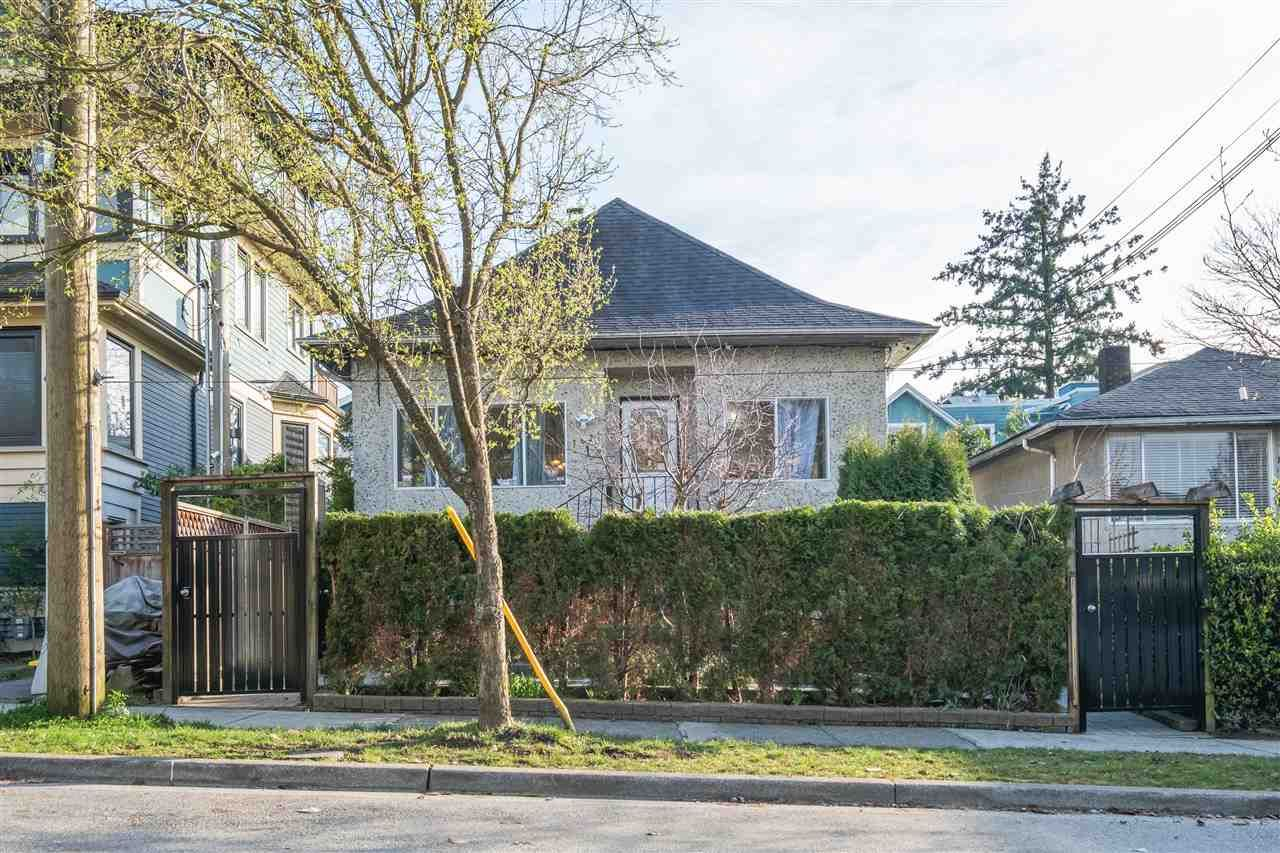 Main Photo: 1 1628 KITCHENER Street in Vancouver: Grandview Woodland House for sale (Vancouver East)  : MLS®# R2552681