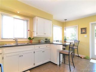 Photo 6: 3156 Mars St in VICTORIA: Vi Mayfair House for sale (Victoria)  : MLS®# 650877
