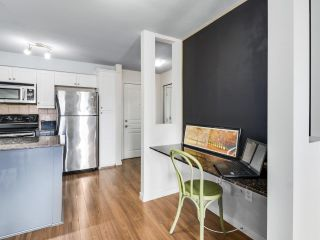 """Photo 9: 304 1969 WESTMINSTER Avenue in Port Coquitlam: Glenwood PQ Condo for sale in """"THE SAPHHIRE"""" : MLS®# R2504819"""