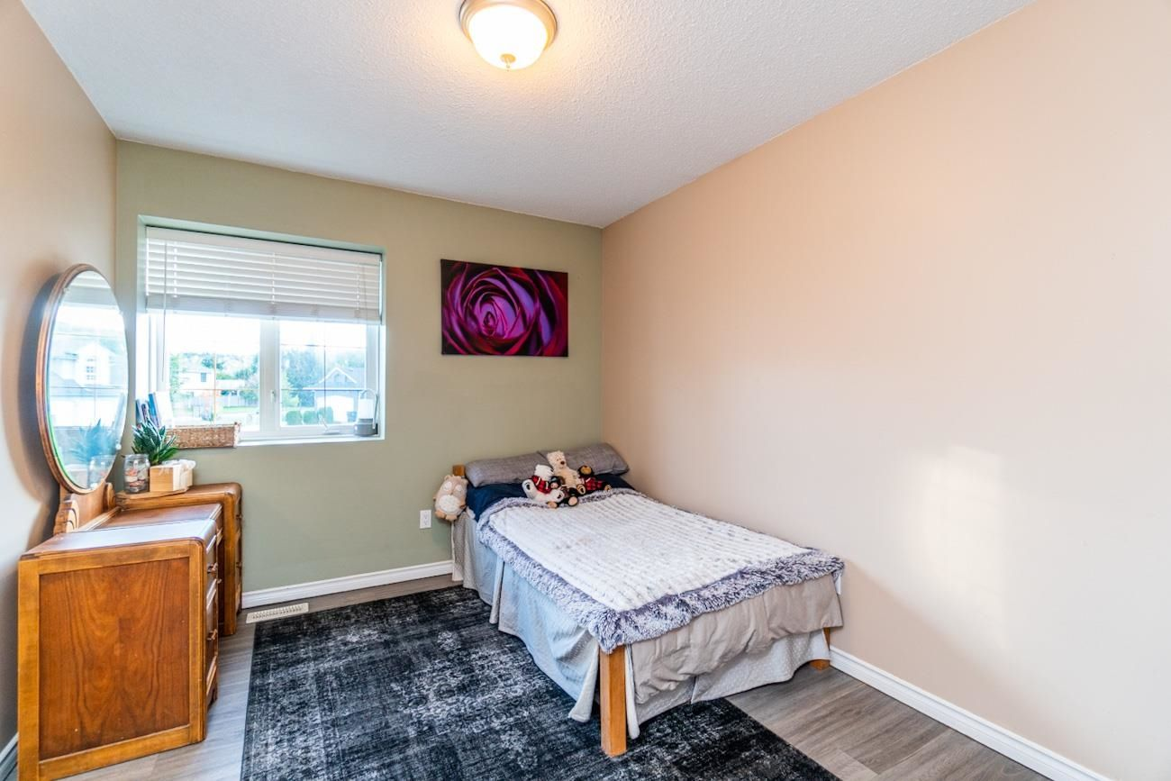 """Photo 16: Photos: 6872 ST ERICA Place in Prince George: St. Lawrence Heights House for sale in """"St Lawrence Heights"""" (PG City South (Zone 74))  : MLS®# R2617667"""