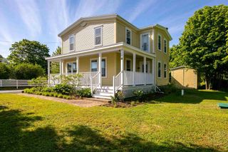 Photo 1: 8 Fort Point Road in Lahave: 405-Lunenburg County Residential for sale (South Shore)  : MLS®# 202115900
