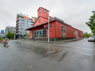 """Photo 14: 310 88 W 1ST Avenue in Vancouver: False Creek Condo for sale in """"THE ONE"""" (Vancouver West)  : MLS®# R2077463"""