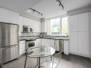 """Photo 3: 112 9025 HIGHLAND Court in Burnaby: Simon Fraser Univer. Townhouse for sale in """"HIGHLAND HOUSE"""" (Burnaby North)  : MLS®# R2163984"""