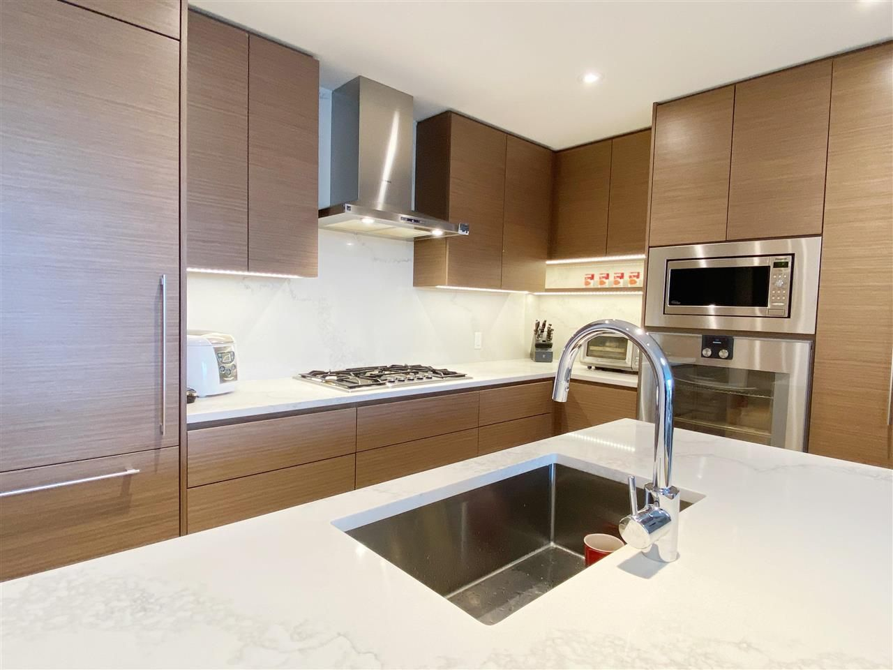 """Main Photo: 305 5693 ELIZABETH Street in Vancouver: South Cambie Condo for sale in """"THE PARKER"""" (Vancouver West)  : MLS®# R2575782"""