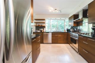 """Photo 9: 303 2288 W 40TH Avenue in Vancouver: Kerrisdale Condo for sale in """"Kerrisdale Park"""" (Vancouver West)  : MLS®# R2398261"""