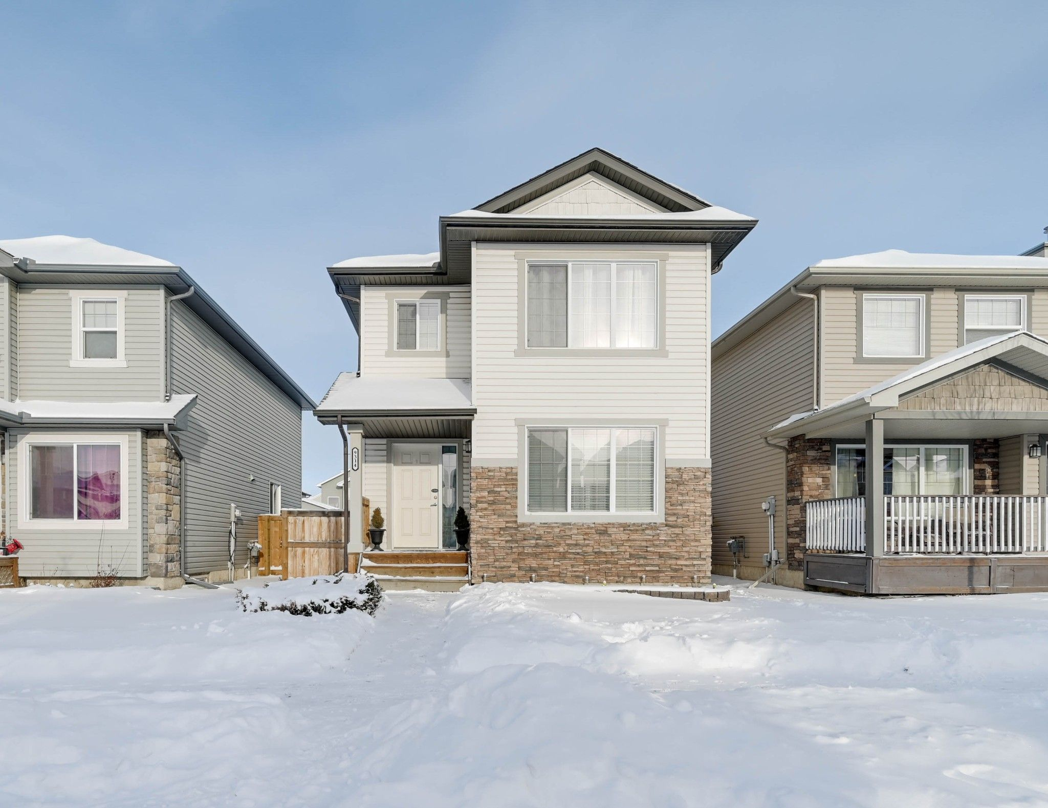 Main Photo: 9314 Simpson Drive NW in Edmonton: House for sale