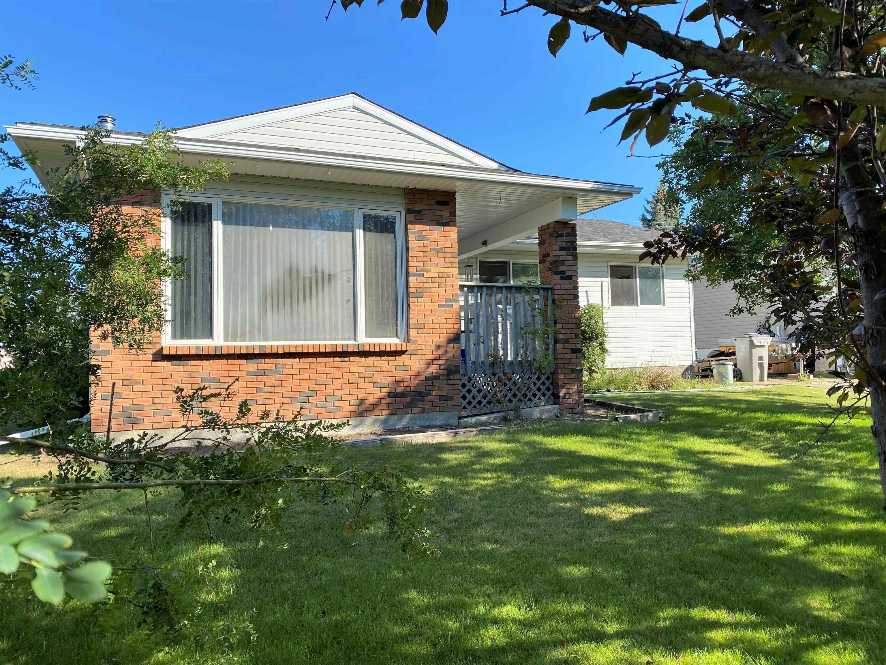 Main Photo: 4924 49 Avenue: Breton House for sale : MLS®# E4258843