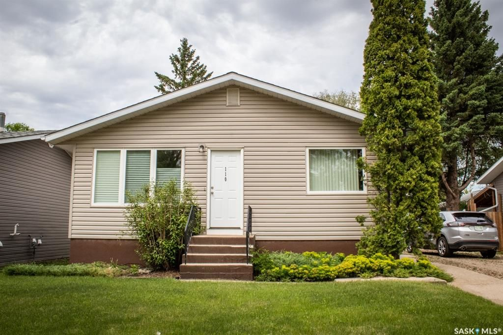 Main Photo: 110 Hatton Avenue East in Melfort: Residential for sale : MLS®# SK858912
