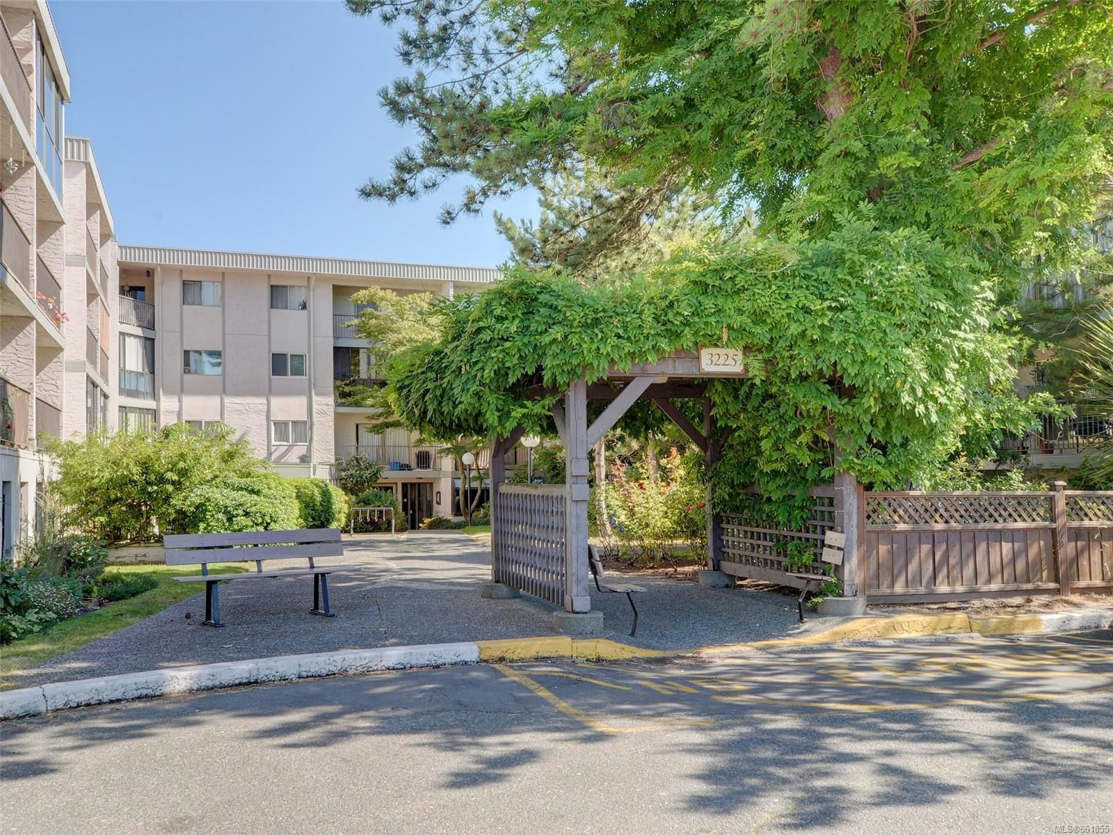 Main Photo: 318 3225 Eldon Pl in : SW Rudd Park Condo for sale (Saanich West)  : MLS®# 861855