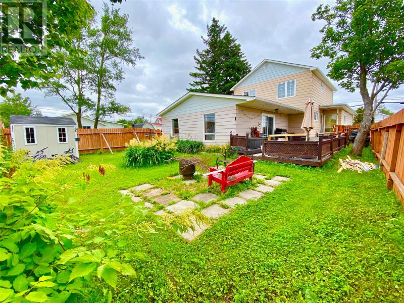 FEATURED LISTING: 5 Exploits Street Lewisporte