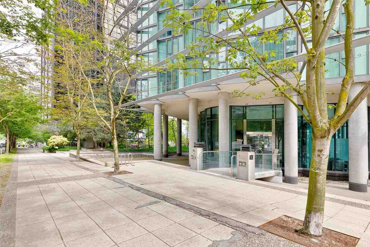 """Main Photo: 1001 1331 W GEORGIA Street in Vancouver: Coal Harbour Condo for sale in """"the Pointe"""" (Vancouver West)  : MLS®# R2589574"""