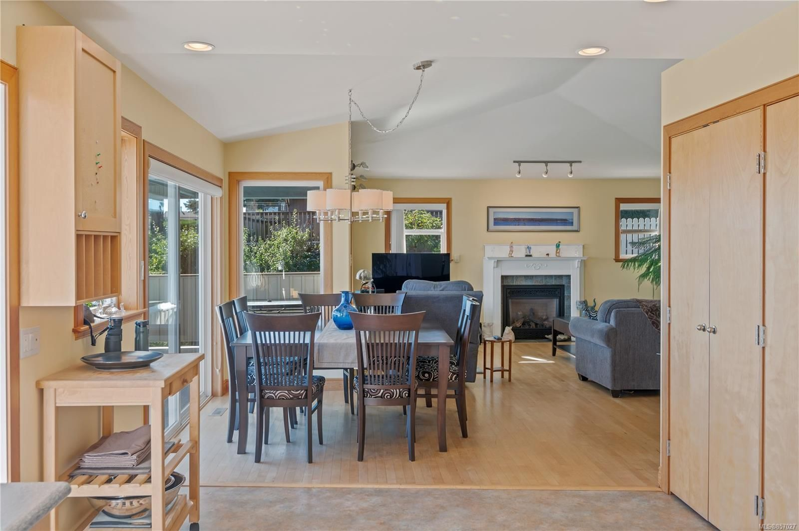 Photo 14: Photos: 253 S Alder St in : CR Campbell River South House for sale (Campbell River)  : MLS®# 857027