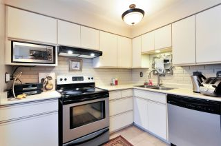 Photo 3: 7358 CAPISTRANO DRIVE in Burnaby: Montecito Townhouse for sale (Burnaby North)  : MLS®# R2024241