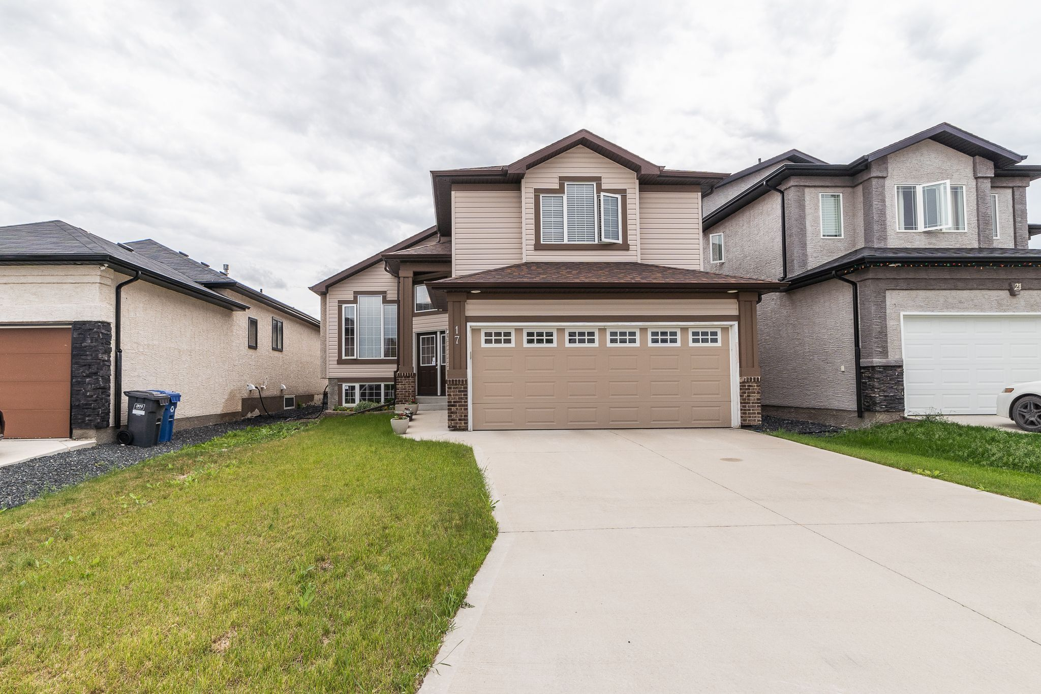 Main Photo: 17 Gemstone Cove in Winnipeg: Single Family Detached for sale (4F)  : MLS®# 1917142