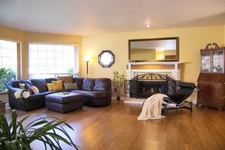 Photo 2: 14274 20th Avenue in South Surrey: Home for sale