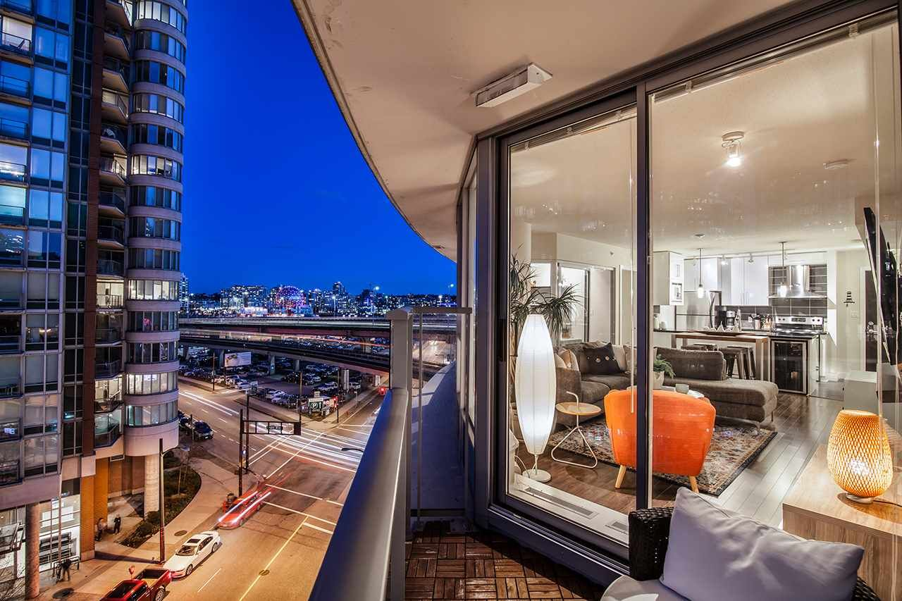 """Photo 4: Photos: 702 689 ABBOTT Street in Vancouver: Downtown VW Condo for sale in """"ESPANA"""" (Vancouver West)  : MLS®# R2352723"""