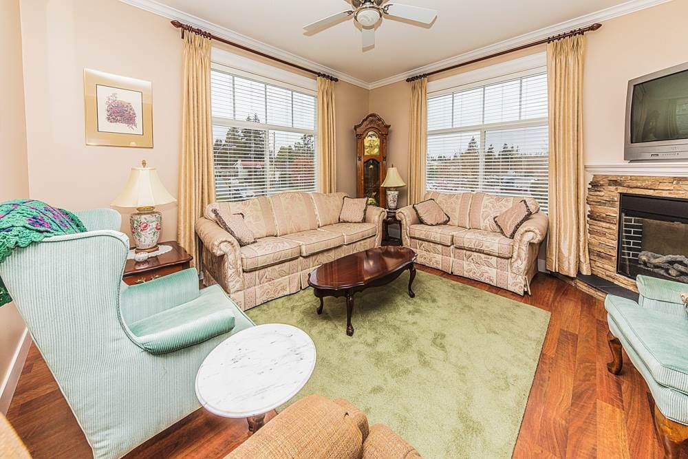Photo 2: Photos: 211 33338 MAYFAIR Avenue in Abbotsford: Central Abbotsford Condo for sale : MLS®# R2327963